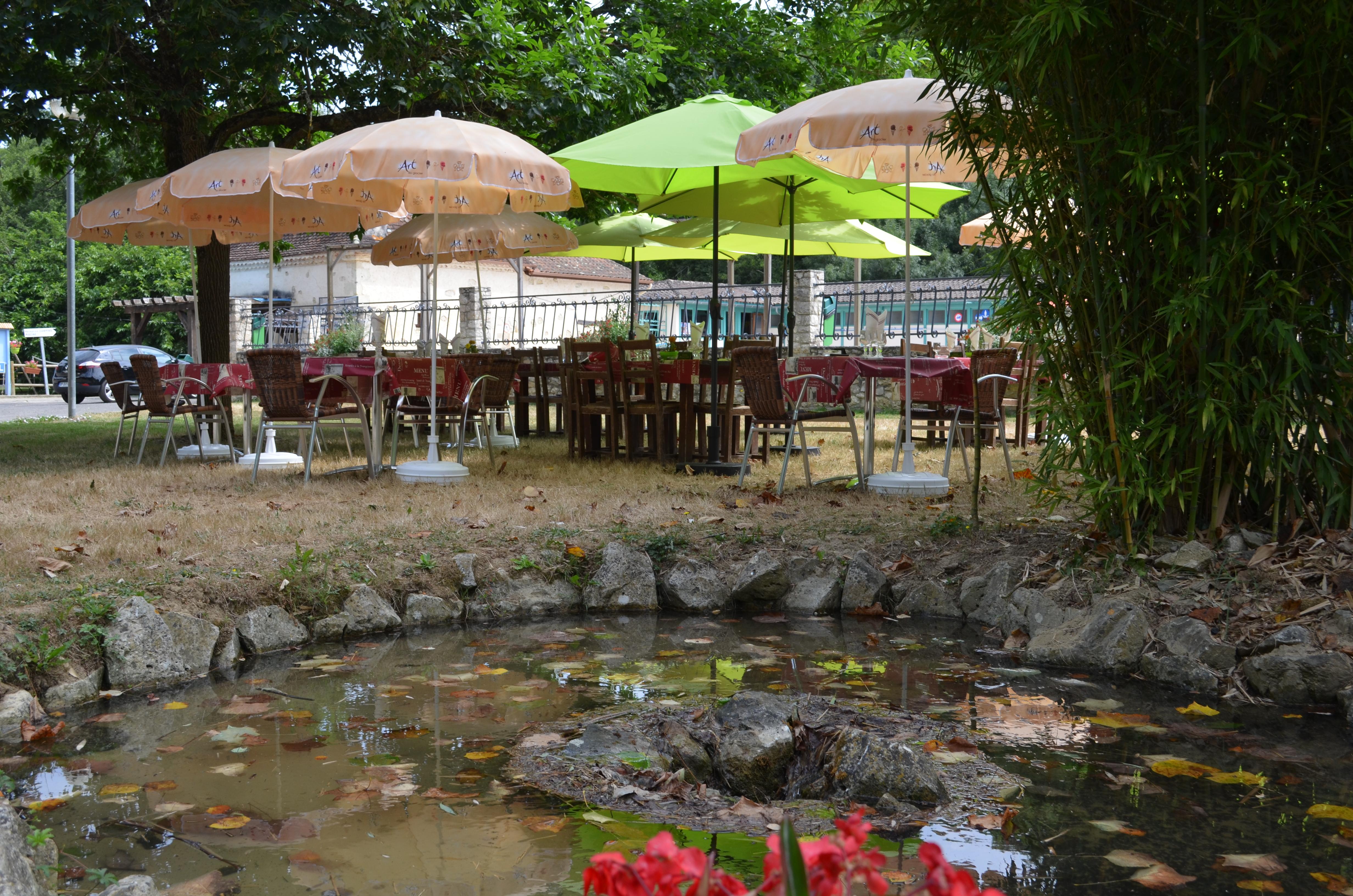bassin d'eau de source au Moulin du Pouy